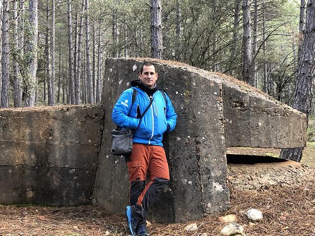 Sele en uno de los búnkeres del Frente del Agua en la Sierra Norte de Madrid