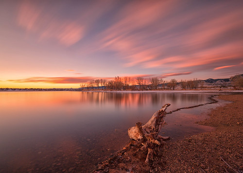 sunrise dawn daybreak landscape lake clouds reflections trees beach foothills hills log stump driftwood longexposure le chatfieldstatepark lakechatfield colorado