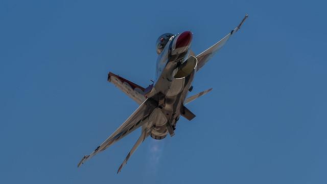 USAF Thunderbirds Flight Demonstration: Sneak Pass
