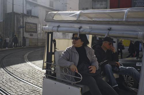 Saturday morning walks through the old streets of Alfama #street #lisbon #t3mujinpack
