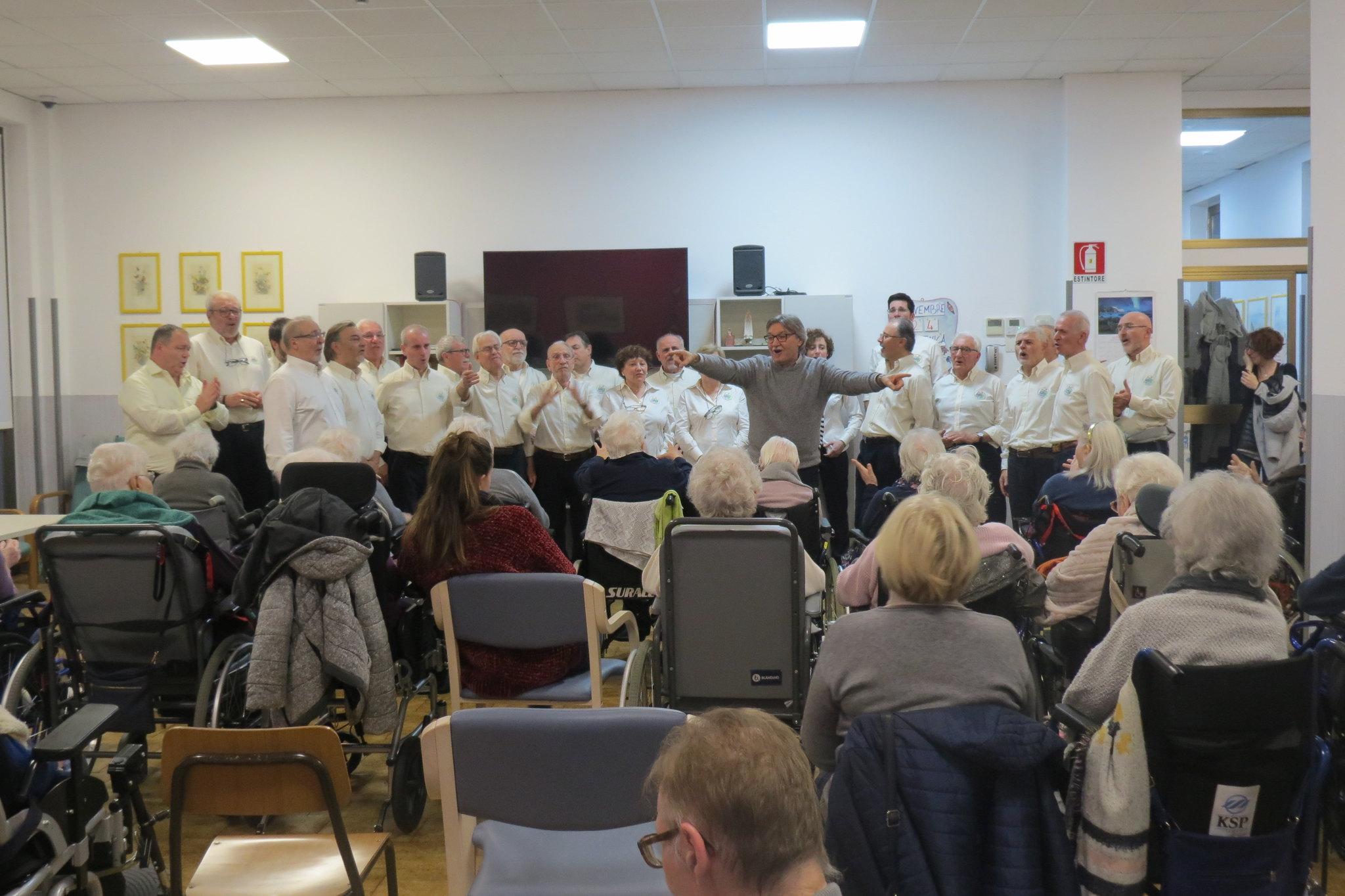Cantiamo con i nostri amici anziani di Casa Gianetti : 24 Novembre 2019