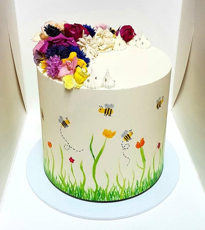 Vanilla Bean Cake by Treat Yourself Cake Design