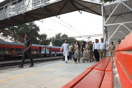 Her Holiness taking round at Bhodwal Majri Railway Station