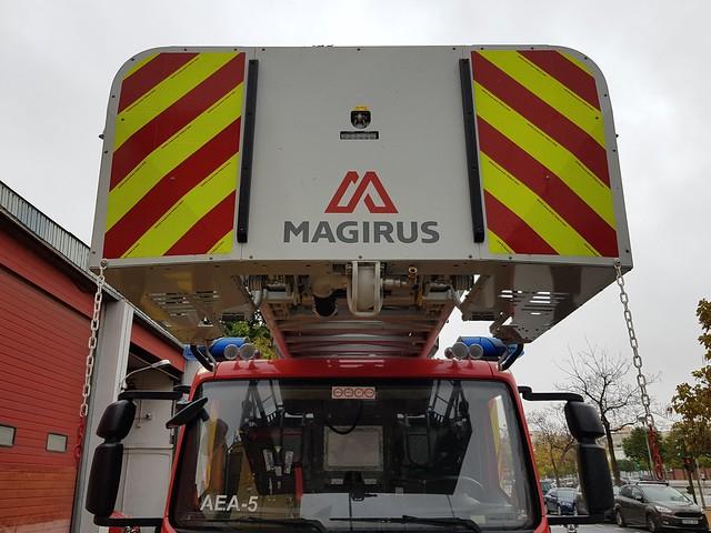 Vehiculo Auto Escala Automatica Iveco-Magirus de los bomberos de Sevilla.