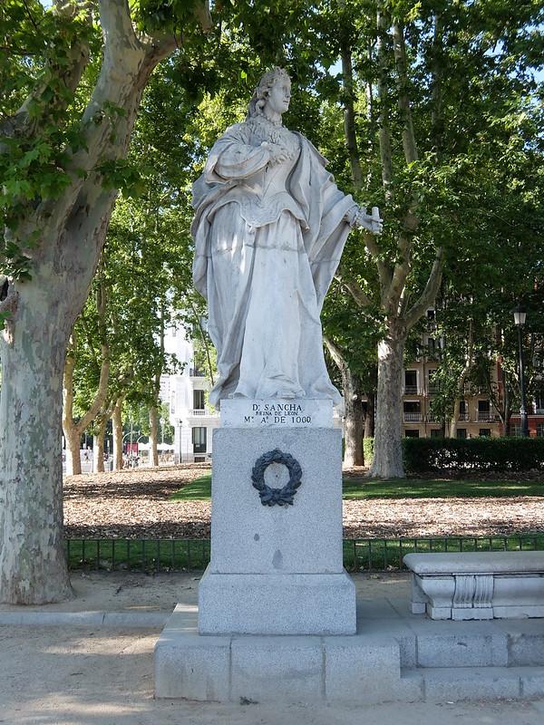 Мадрид - Статуя королевы Ди Санчо