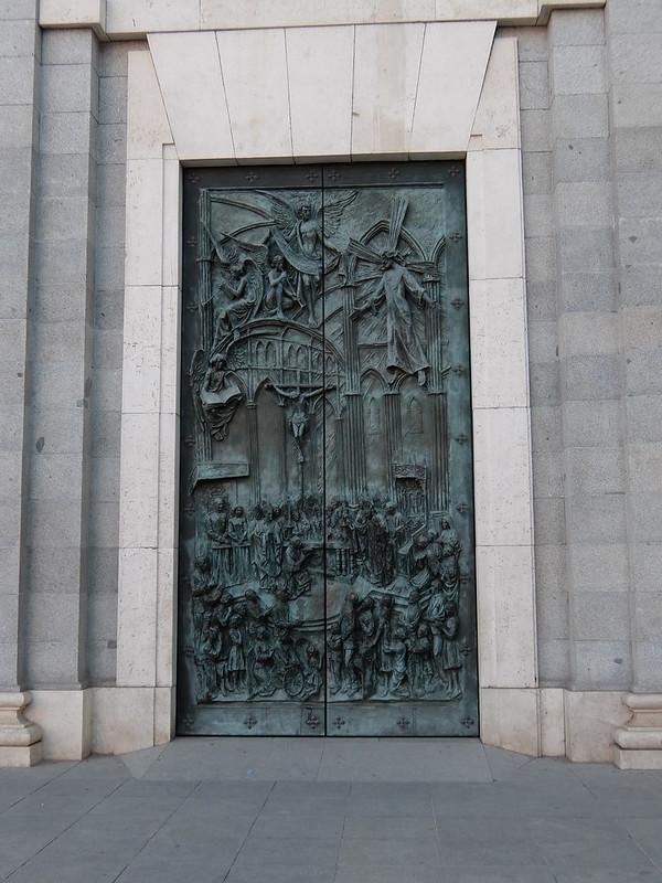 Мадрид - Собор Альмудена - Дверь