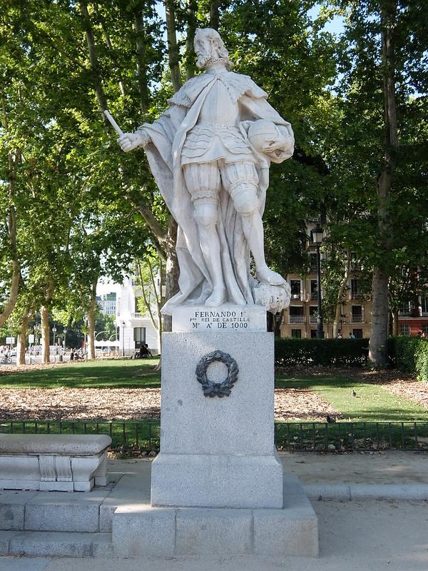 Мадрид - Статуя короля Фернандо