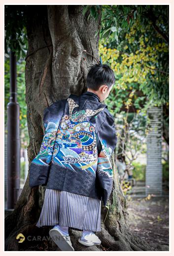 七五三 羽織袴を着る男の子の後ろ姿
