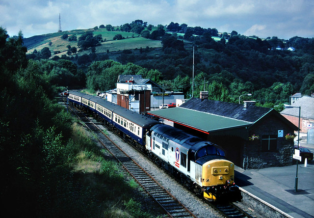 Tractors on the valleys services....first time round.....37407 Loch Long 17-00 Rhymney-Cardiff Central Bargoed stn 28-08-1999