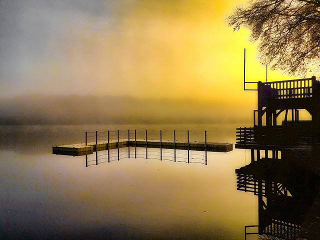 Soleil brumeux sur l'étang.