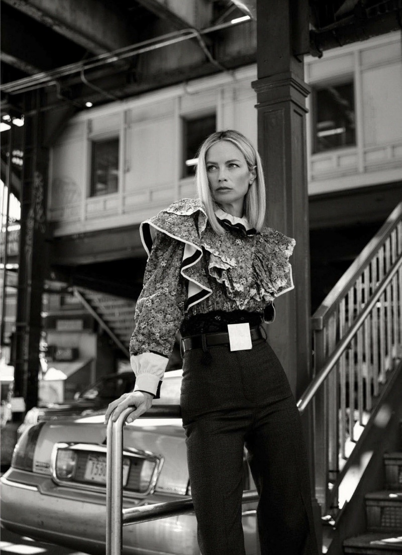 Carolyn-Murphy-Harpers-Bazaar-Australia-Cover-Photoshoot04
