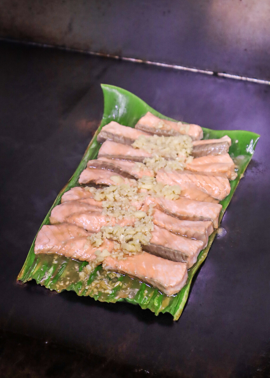 barbecueing salmon
