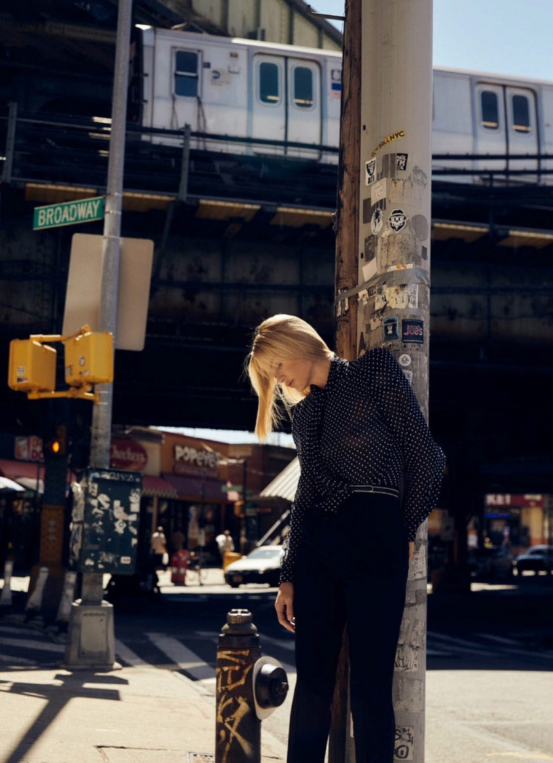 Carolyn-Murphy-Harpers-Bazaar-Australia-Cover-Photoshoot09