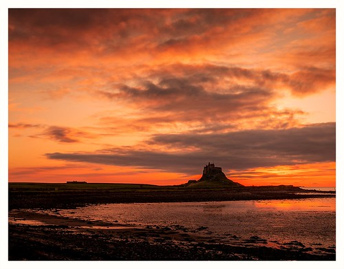 northumerland ocean sea water waves sunrise castle island lindisfarne outdoors nature nt nationaltrust canon eos 6dmkii