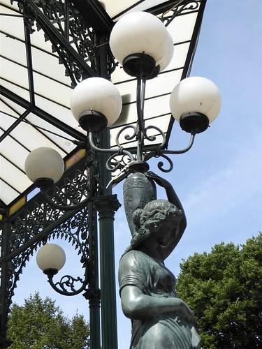 chicago ravenswood neighborhood urban park wellespark gazebo art sculpture lamp