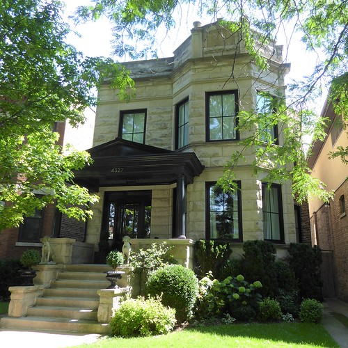 chicago ravenswood neighborhood urban architecture house residence building stone limestone twoflat frontyard