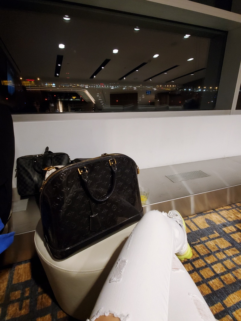 leftbanked airport lounge