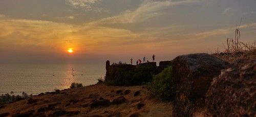 goa beach fort sunset friends mobile oneplus