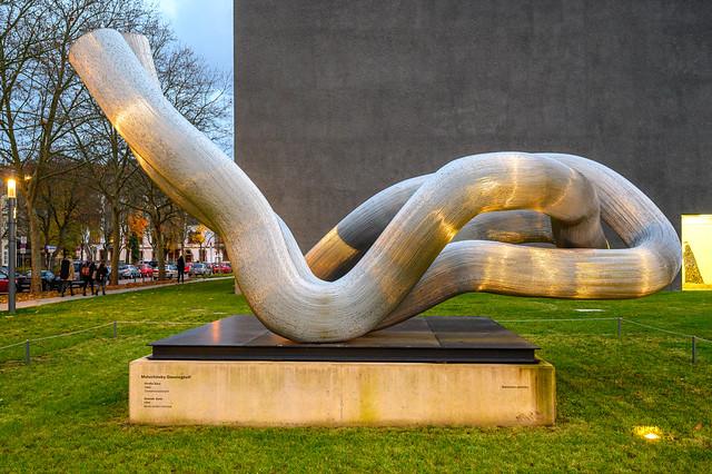 Kunst vor der Modernen Galerie in Saarbrücken