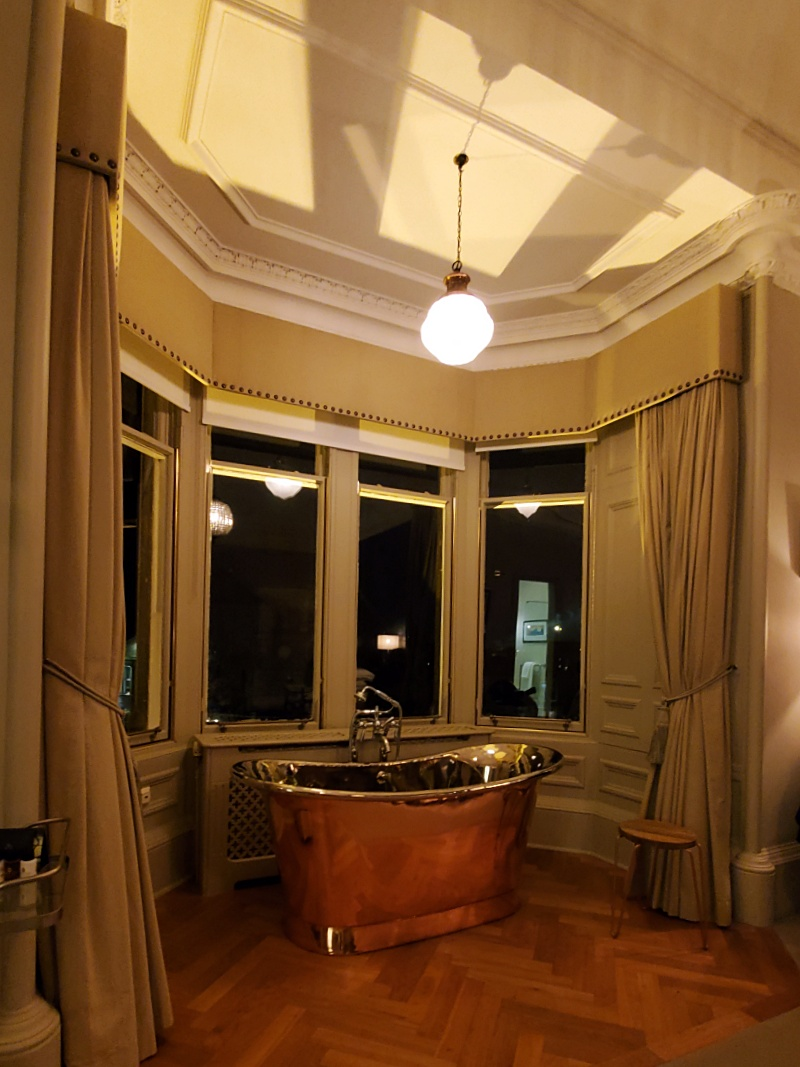 Dunstane Suite bathtub