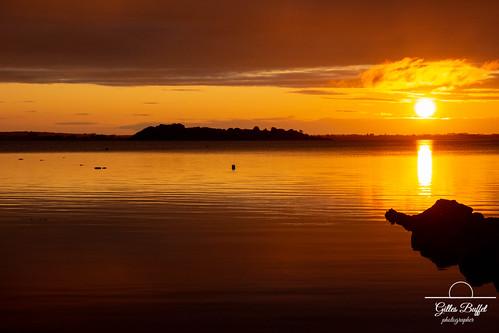 connemara irlande loughcorrib oughterard aube ireland dawn landscape paysage couleurs colors gold or orange dark rocks rochers lac lake
