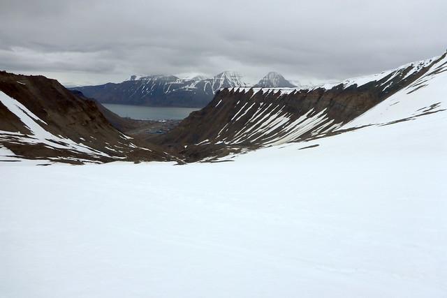Descending into Longyearbyen