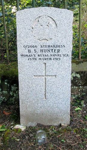 Woman's Great War Grave, Tillicoultry
