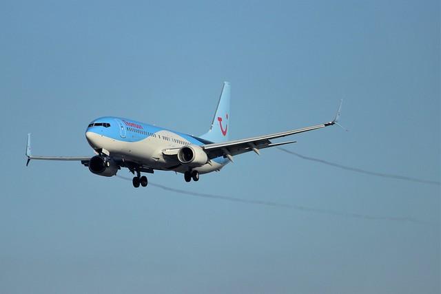 Thomson Boeing 737-800 G-FDZS