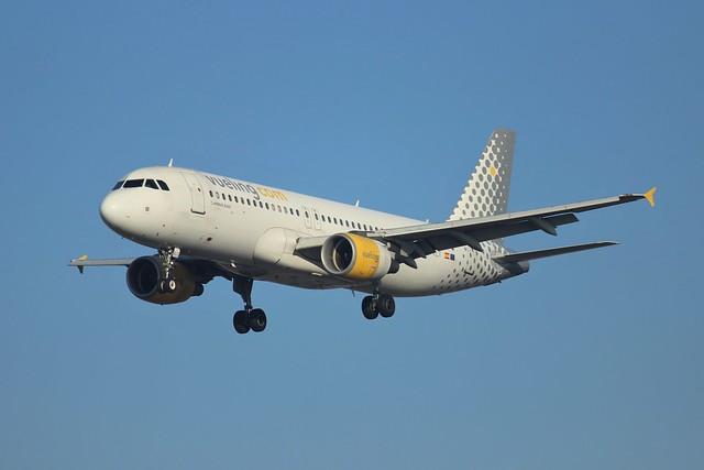 Vueling Airbus A320-200 EC-KLT