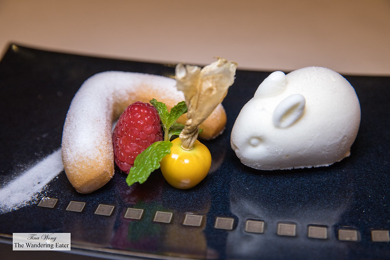 Shanghainese White Rabbit Candy ice cream served with honey cake 大白兔奶糖冰淇淋,伴糖糕