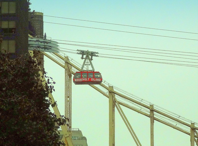 Roosevelt Island Tramway (over York Ave)