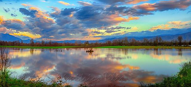 Η όμορφη πλευρά των πλημμυρών                       The beautiful side of the floods