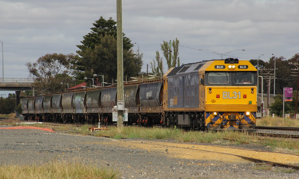 BL31 rolls through the loop track on a wagon transfer for a cross with PM9 by bukk05