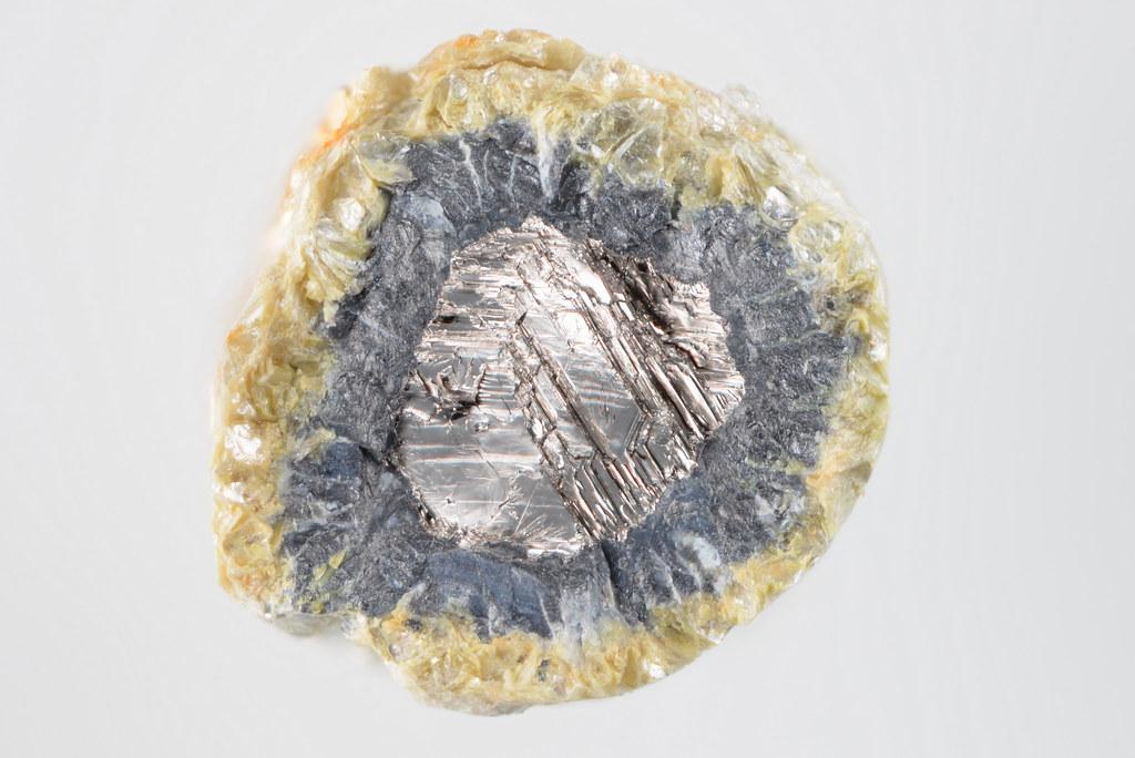 ザバリツキー石 / Zavaritskite