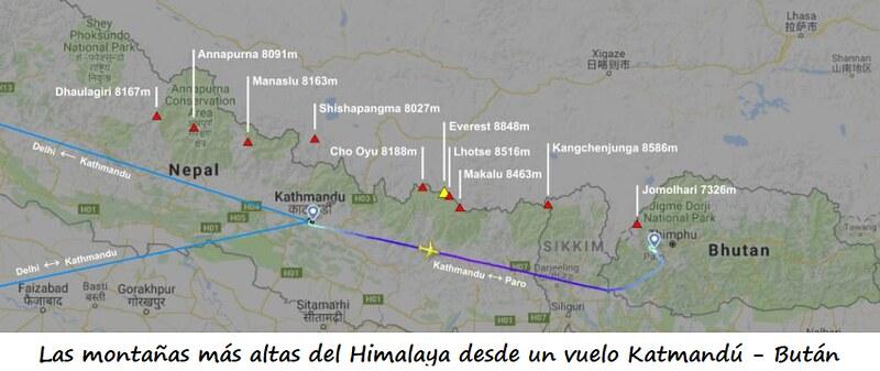 Las montañas más altas del Himalaya que se ven desde la ventanilla de un vuelo entre Katmandú y Paro en Bután