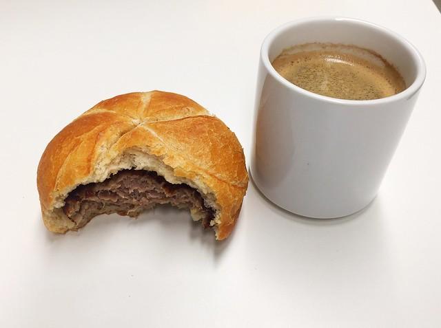 Fleischpflanzerl & Kaffee