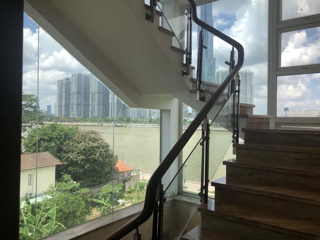 Biệt thự Quận 2 nằm bên sông Sài Gòn đối diện Vinhomes Central Park