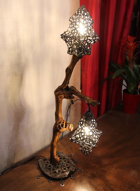 Sculpture éclairage : Lampe en bois de vigne.