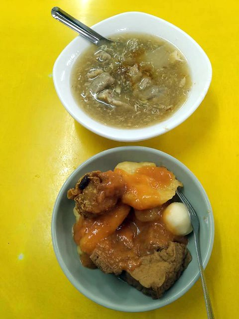 Tempura/Fried Fish Cake & Pork Thick Soup , Taiwanese dishes, Taipei, Taiwan, Nov 23, 2019,西門町萬年大樓貝玉甜不辣與肉羹