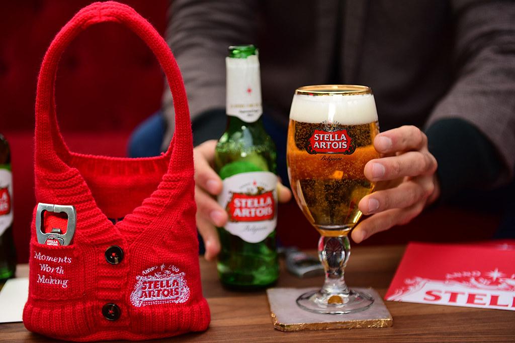 Stella Artois перед Новым годом призывает познакомиться с соседями