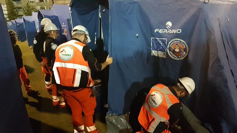 L'allestimento dei volontari Anpas dello stadio di Durazzo