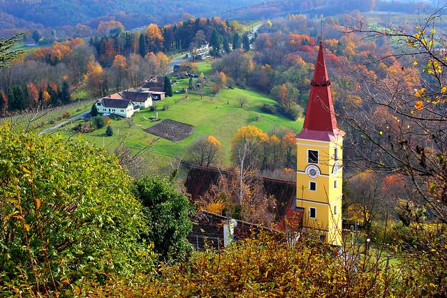 Blick zur Pfarrkirche Kapfenstein