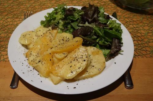 Steckrübenauflauf mit Blattsalat
