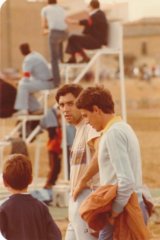 José Luis González y Colomán Trabado en la pista de atletismo del Salto del Caballo en octubre de 1982. Colección de Tomás García del Cerro