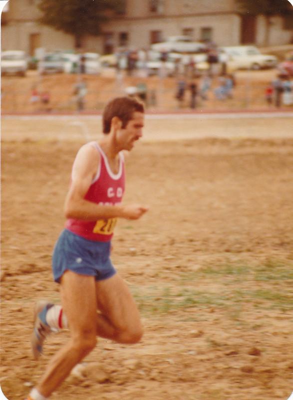 Ricardo Ortega en la pista de atletismo del Salto del Caballo en octubre de 1982. Colección de Tomás García del Cerro