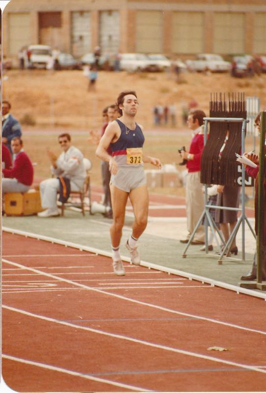 Colomán Trabado en la pista de atletismo del Salto del Caballo en octubre de 1982. Colección de Tomás García del Cerro