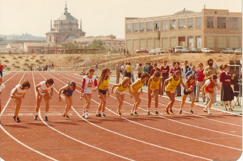 Carrera femenina en la inauguración de la pista de atletismo del Salto del Caballo en octubre de 1982. Colección de Tomás García del Cerro
