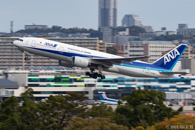 Itami Airport 2019.11.26 (23) JA702A / ANA's B777-200