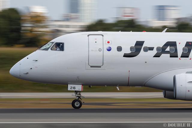 Itami Airport 2019.11.26 (9) JA216J / J-AIR's ERJ-170