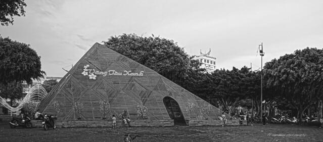 Piramide Bambu /Park  Khu tam giác bãi trước /Park in Vũng Tàu,